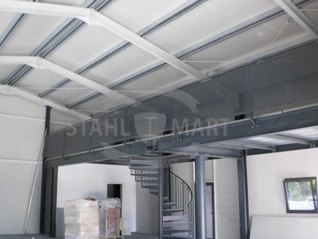 Capannone con struttura in acciaio per showroom stahlmart for Capannone in stile